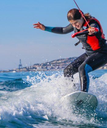 Session de wake surf avec le Tiki Center