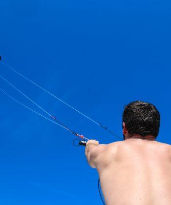 Le pilotage du cerf volant de traction comme préambule au pilotage du kite.