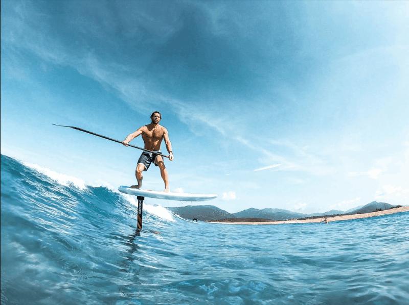 Paddle Foil dans les vagues