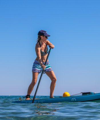 Une élève en coaching paddle